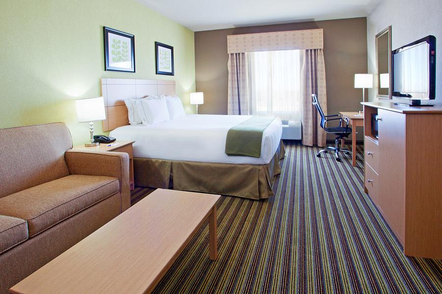 Holiday Inn Express Amp Suites Alvarado Tx Sterling Hotels